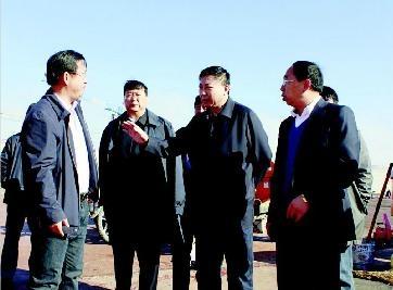 市长武凤呈带队实地踏查学校基础设施建设情况
