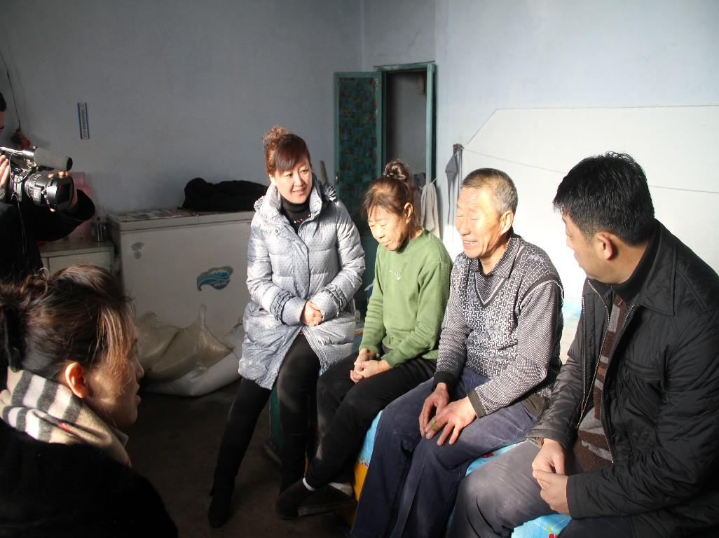 医保局青年志愿者走访慰问贫困患者
